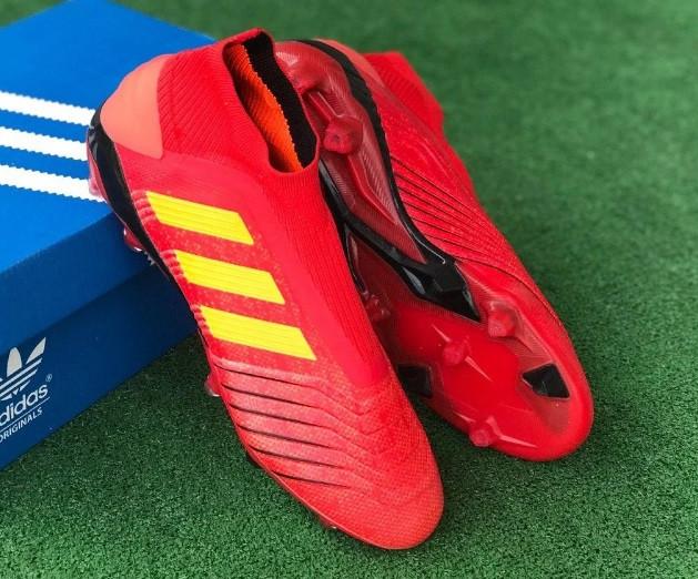 Бутсы футбольные Adidas Predator 18+FG
