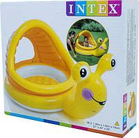 Детский круглый надувной бассейн-плотик Улитка с навесом и надувным мягким дном 145х102х14 см. INTEX (57124)