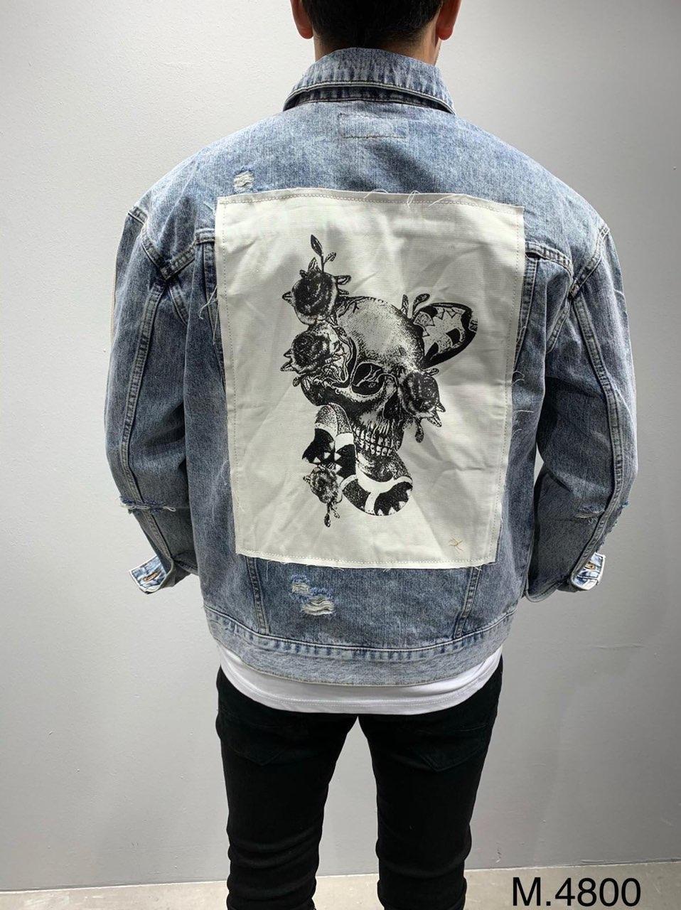 Мужская джинсовая куртка голубая рваная с принтом на спине