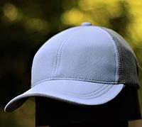 Мужская кепка бейсболка белого цвета с сеткой. Фото в живую