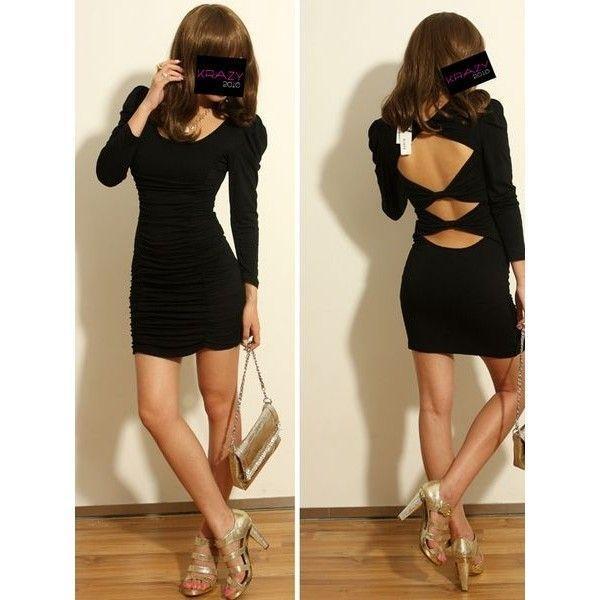 Черное мини платье с разрезами на спине.