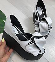 Кожаные женские туфли белые с бантом на черной платформе  открытый носок Charisma, фото 1