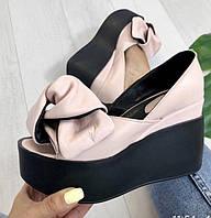 Кожаные женские туфли пудра с бантом на черной платформе открытый носок Charisma