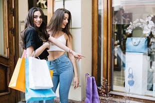 Эффективное использование реквизита, вывесок и приспособлений в магазинах одежды