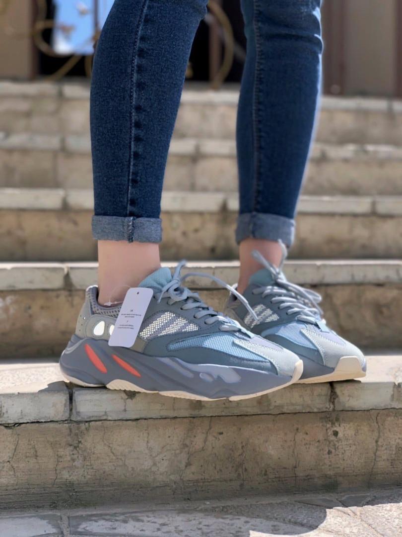 Стильні жіночі кросівки Adidas Yeezy boost 700
