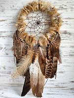 Ловец снов ручной работы из перьев диких хищных птиц и меха лисы