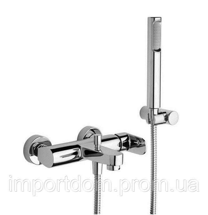Змішувач для ванни Paffoni зі стіни в комплекті з душовим гарнітуром