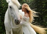 """Фото открытка """"Девушка с белой лошадью"""", фото 1"""
