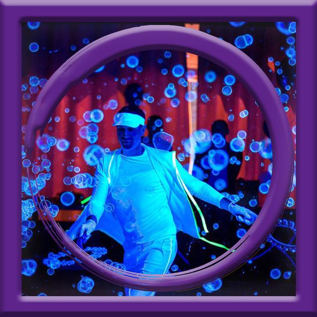 Шоу ультра-фиолетовых мыльных пузырей в Киеве