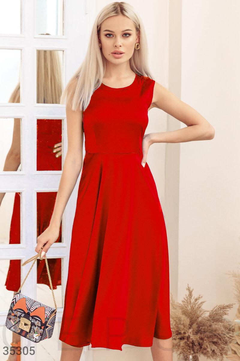 Шелковое платье миди без рукавов красное