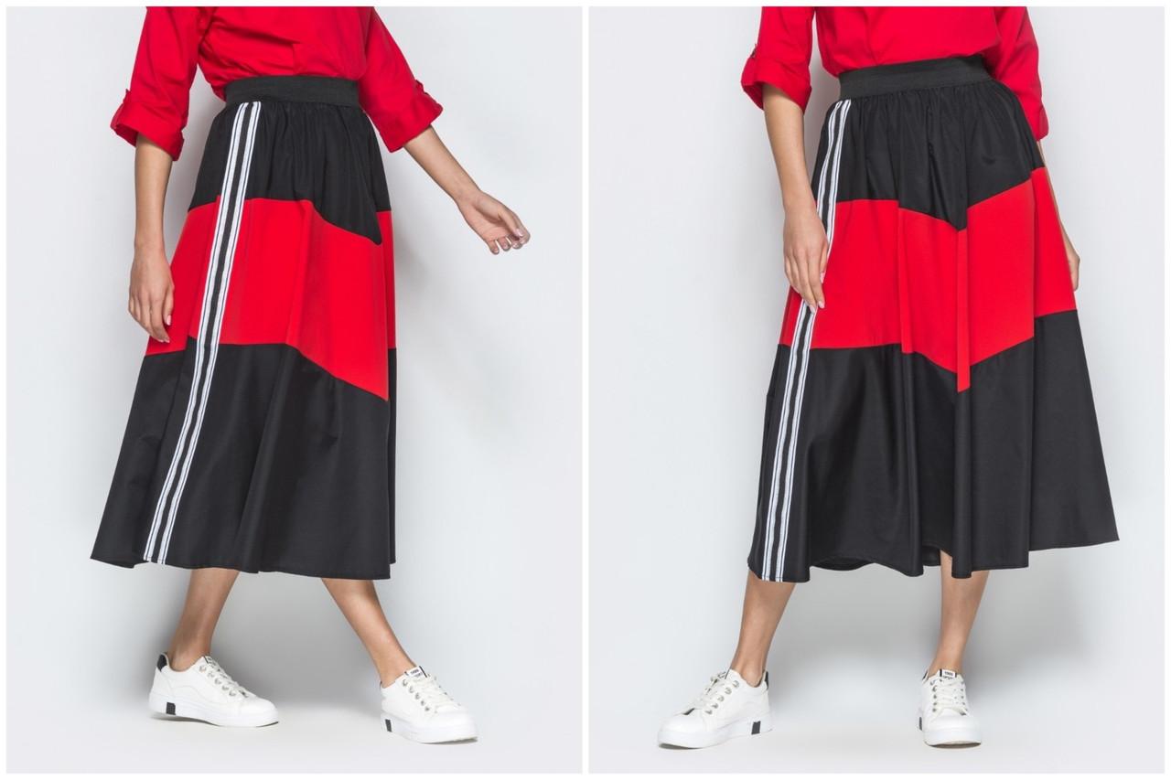 Черная юбка в стиле спорт-шик с контрастной красной  вставкой