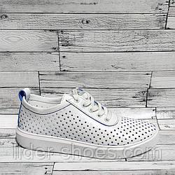 Женские кроссовки в перфорацию белого цвета