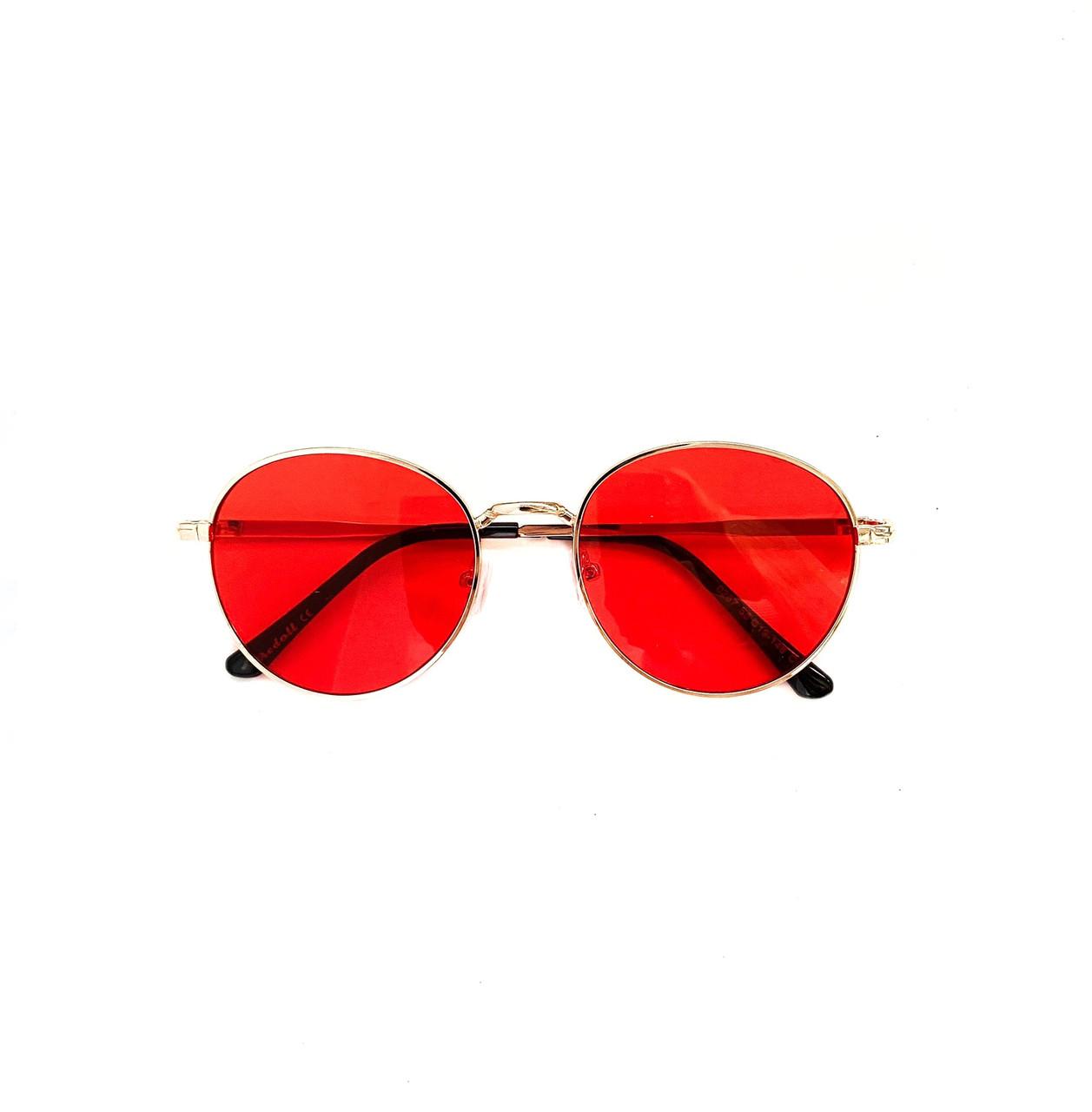 Имиджевые солнцезащитные красные очки в золотой металлической оправе vN7940