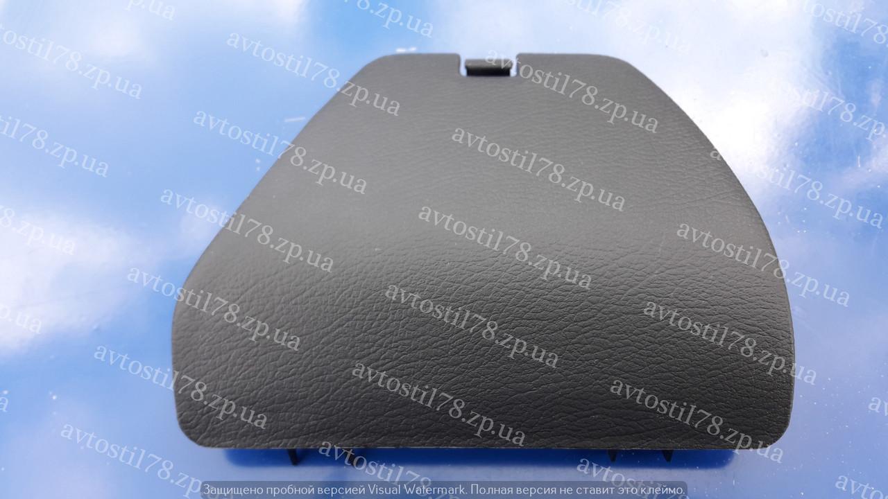 Крышка заднего амортизатора в багажнике Ланос  GM 96251527