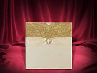 Красивые пригласительные на свадьбу в золотом цвете с брошью (арт. 3666)