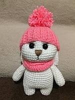 Вязаная игрушка ручной работы Зайка в шапке 18 см, фото 1