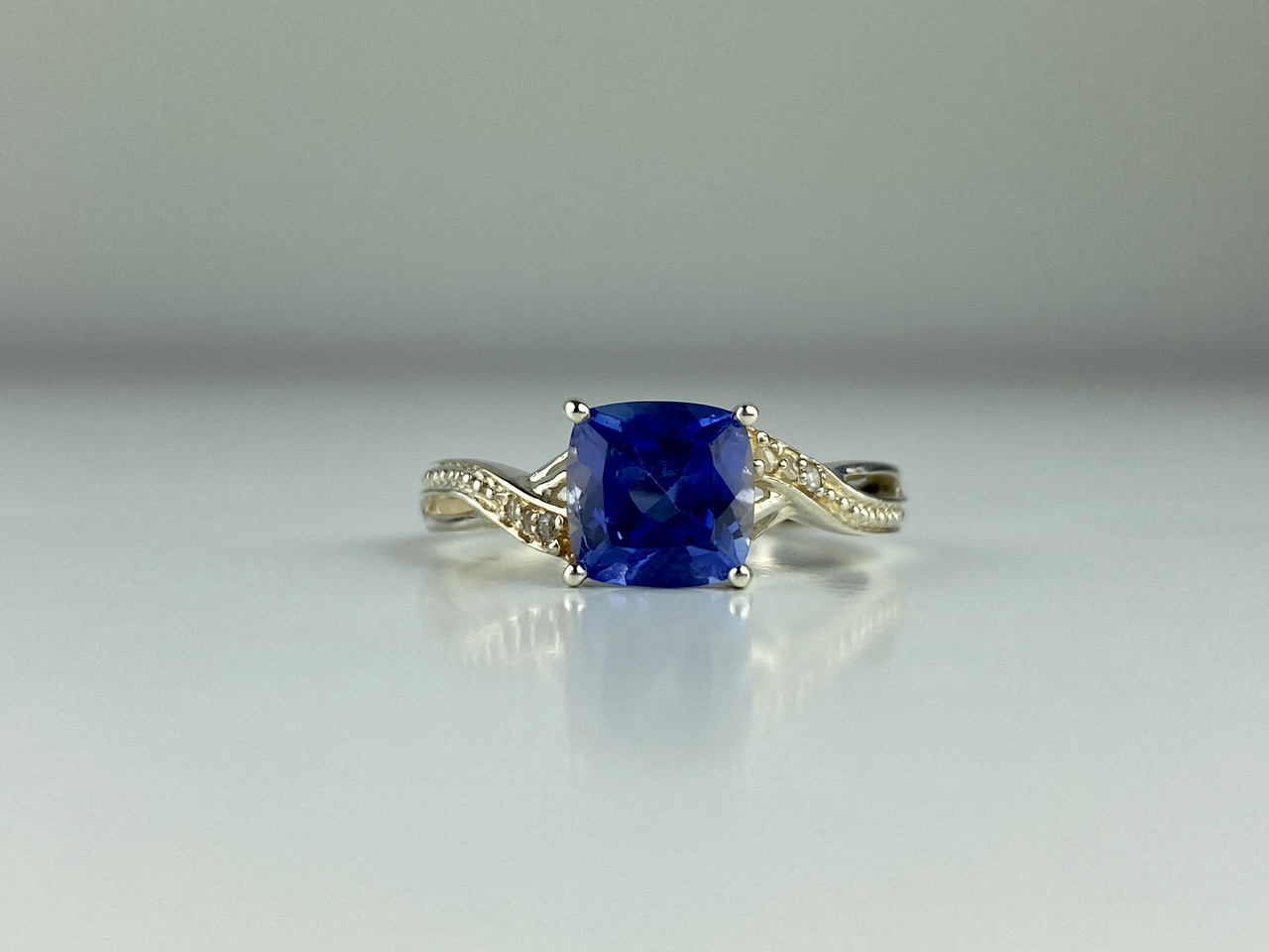 Серебряное кольцо с иолитом  Нежность