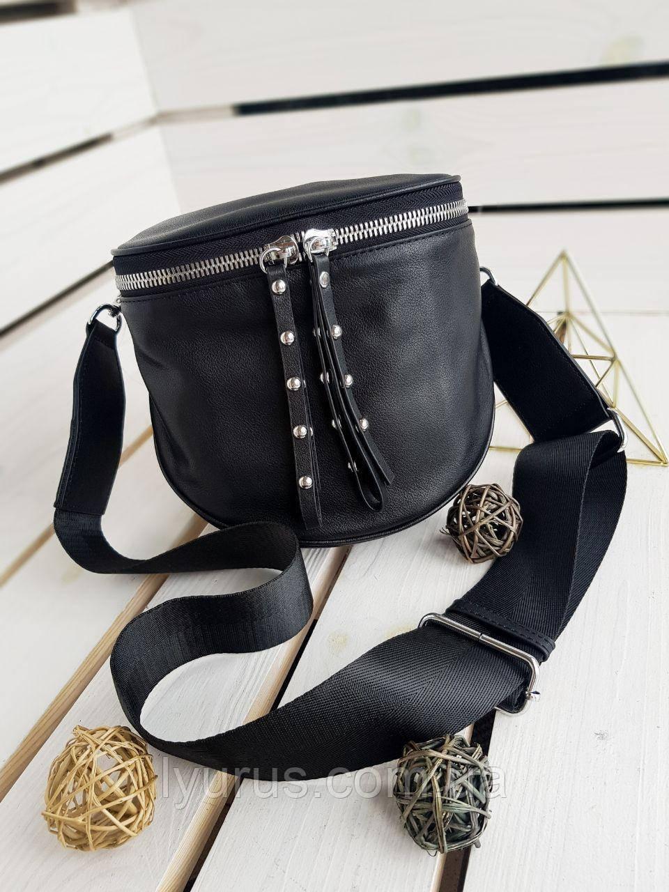 Кожаная женская сумка размером 19х17х10 см Черная (01140)