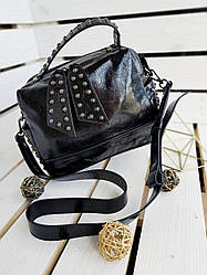 Кожаная женская сумка размером 26х19х12 см Черная