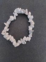 Браслет из натурального камня Кахолонг крошка d-5-6мм обхват 18 см на резинке
