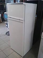 Холодильник Ariston DF23