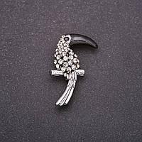 Брошь Птица Тукан с белыми стразами черный клюв 38х23мм серый металл