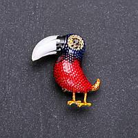 Брошь Птица Тукан красная и синяя эмаль 39х35мм желтый металл