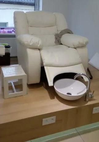 Педикюрне крісло зручне