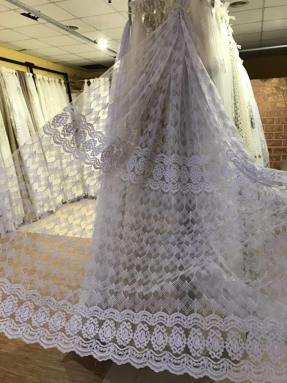 Тюль белого цвета с шенилловой вышивкой на фатине в гостиную