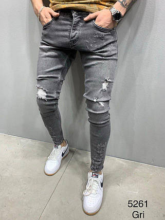 Чоловічі завужені джинси з залатками сірого кольору, фото 2