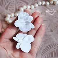 """Серьги гвоздики с цветами """"Белые орхидеи"""""""