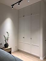 Белый встроенный шкаф в стиле современная классика, фото 1