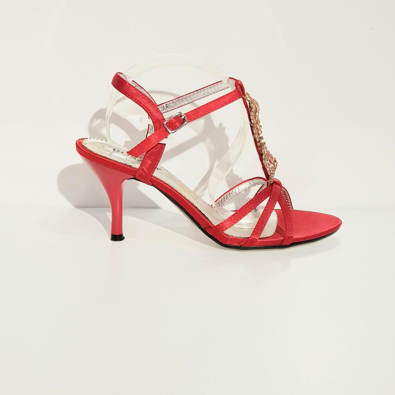 Босоножки женские текстильные на среднем конусовидном каблуке красные