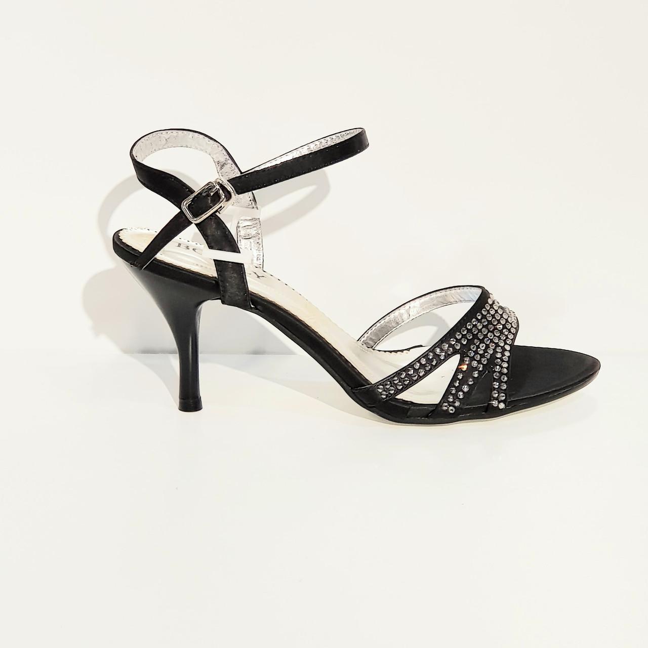 Босоножки женские текстильные на среднем каблуке черные