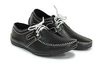 Черные мужские мокасины с белой прошивкой и белыми шнурками