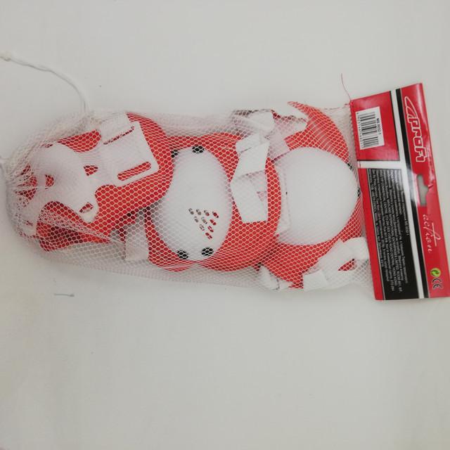 Набір для захисту колін, локтів та долонь при катанні на роликах,скейтбордах MS 0032-1 червонийз білим з сайту Спорттовари.com.