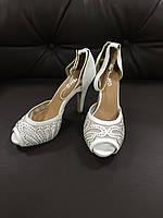 Жіночі туфлі гіпюрові