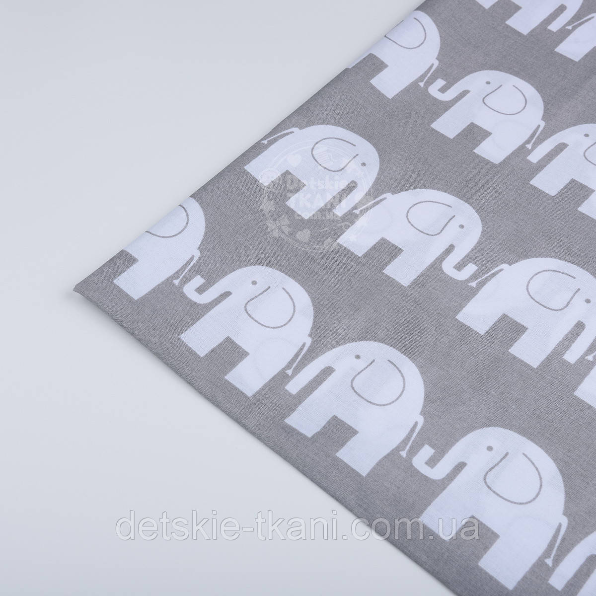Отрез ткани №17  серого цвета с изображением белых слоников, размер 50*160