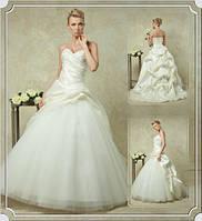Прокат 1500 грн. Роскошное свадебное платье со шлейфом Leonarda