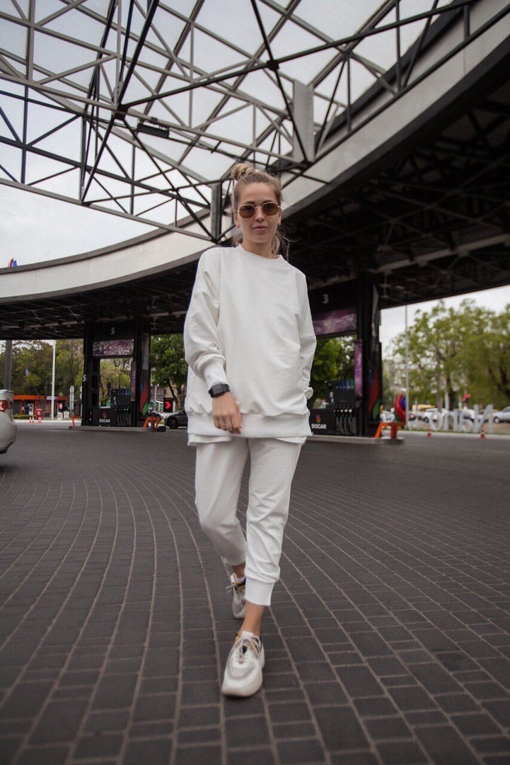 Белый спортивный костюм женский оверсайз размеры 42-52 сиреневый