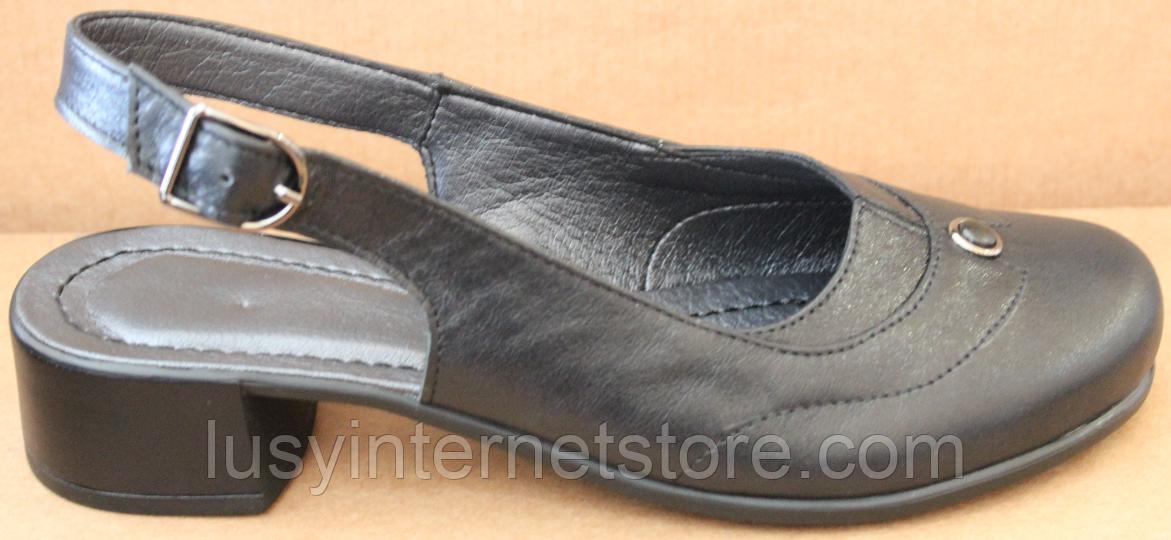 Закриті босоніжки на повну ногу шкіряні на підборах від виробника модель БД14