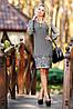 Плаття класичного приталеного силуету, з довгими рукавами, з широкими манжетами. Великі квіти по подолу