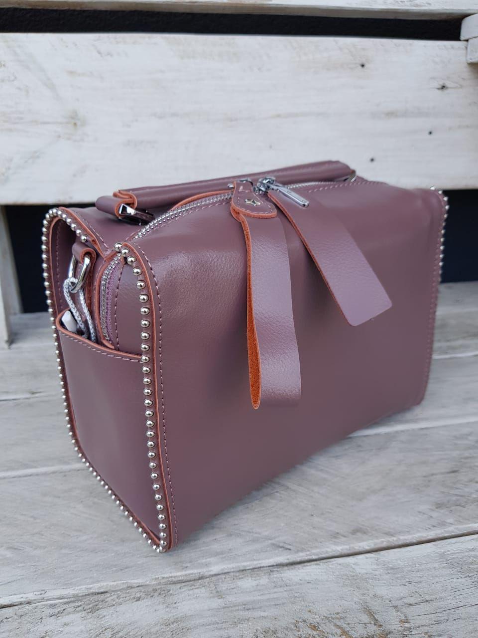 Кожаная женская сумка размером 25x14x14 см Молочная