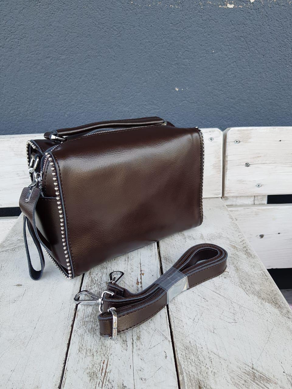 Кожаная женская сумка размером 25x14x14 см Коричневая