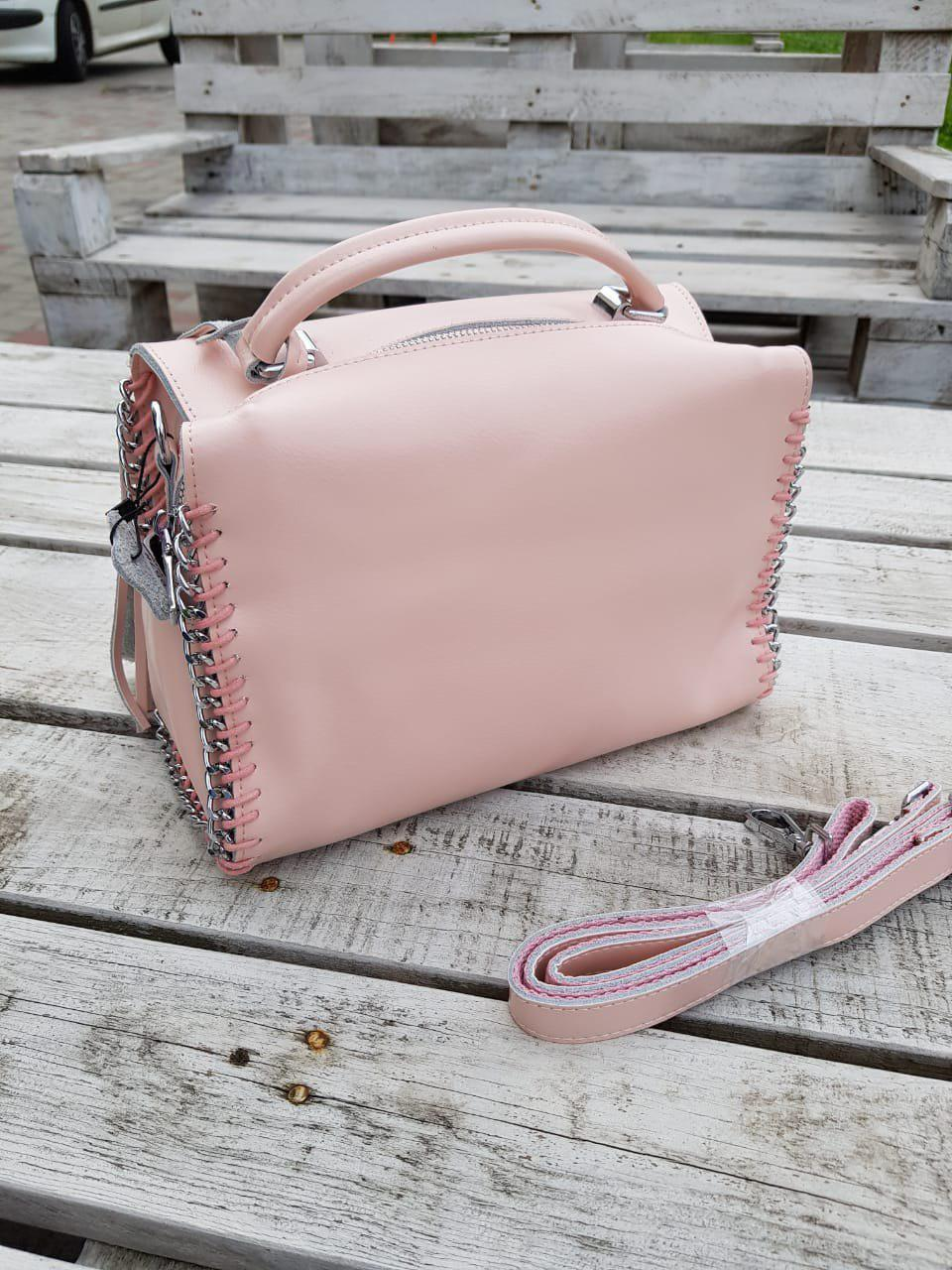 Кожаная женская сумка размером 27x17x14 см Розовая