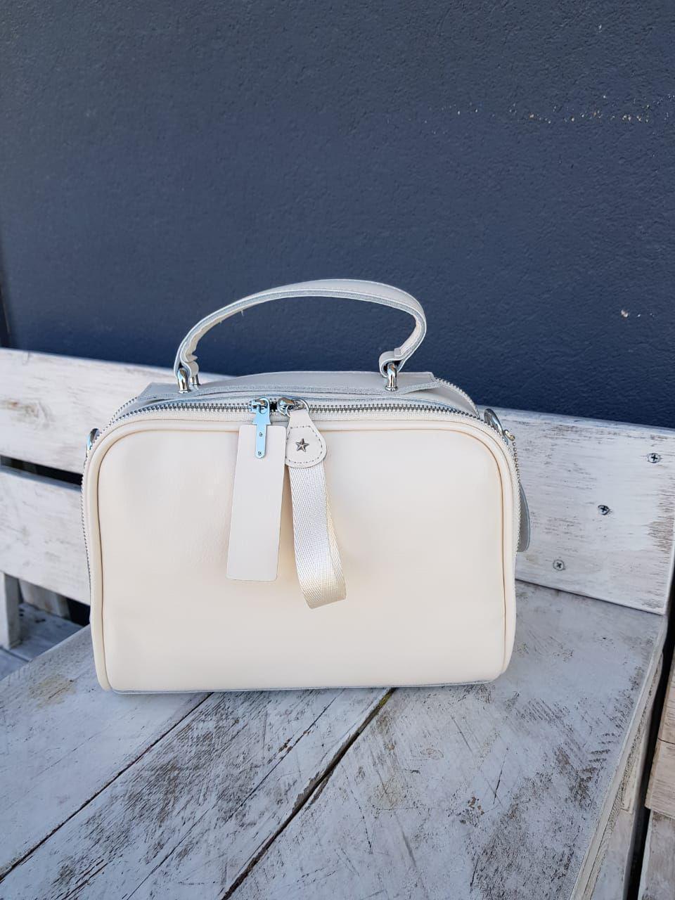 Кожаная женская сумка размером 25х19 см Бежевая