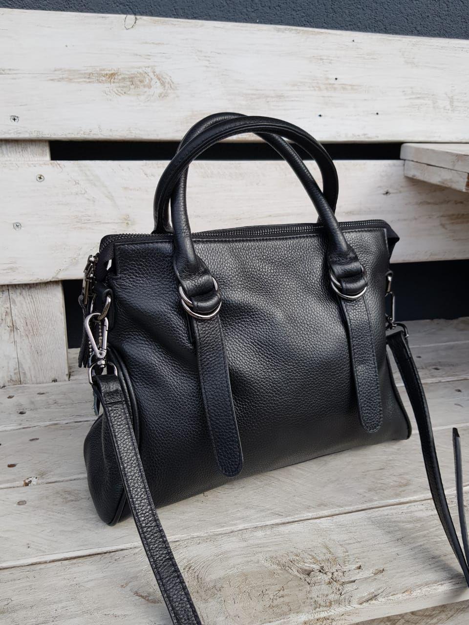 Кожаная женская сумка размером 26х32 см Черная