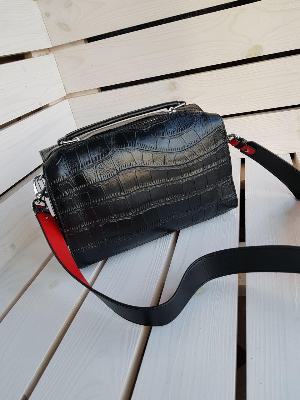Кожаная женская сумка размером 17х24 см Черная
