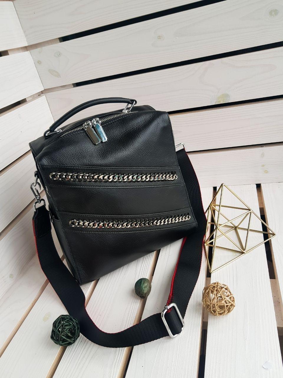 Кожаная женская сумка-рюкзак размером 25х30 см Черная