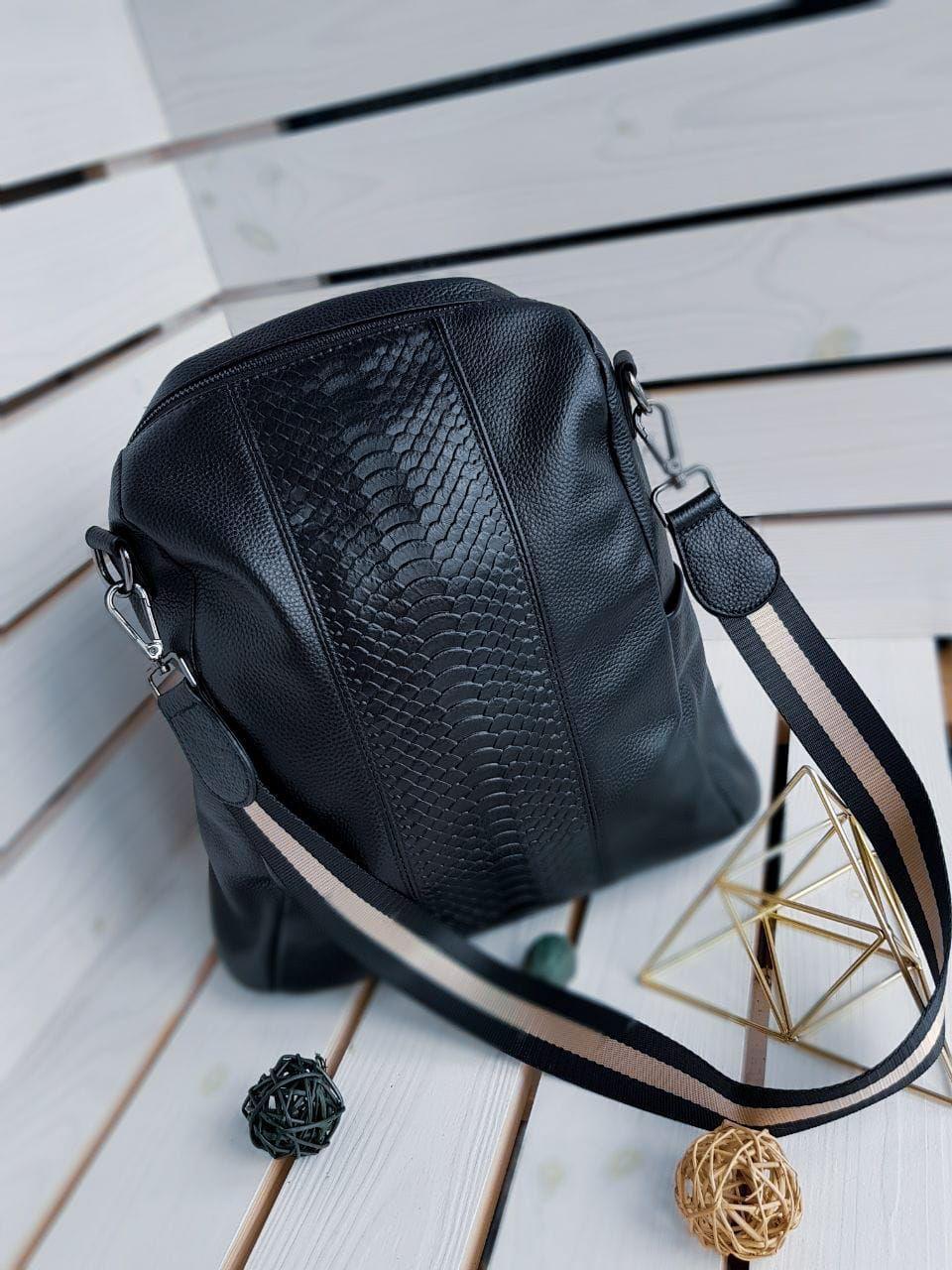 Кожаный женский рюкзак размером 33х28 см Черный